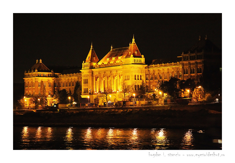 danube by night budapest